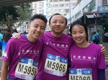 Eric, Ezrela and Ezmond Cheung 正為「香港防癌會」籌款